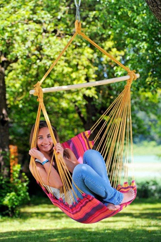 Comfortabel kamperen met een hangstoel op de kampeerplek