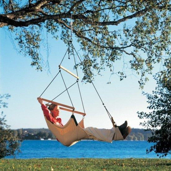 Hang je hangstoel bij de recreatieplas